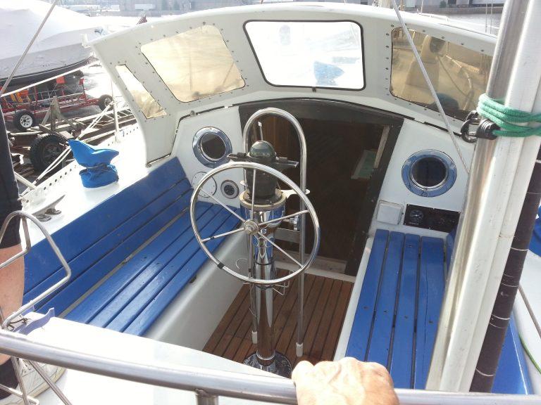 9-Cockpit.jpg